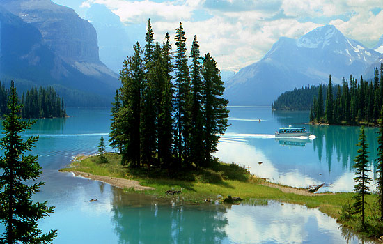Boat cruise of Spirit Island, Maligne Lake, Jasper National Park