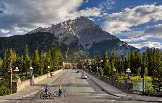 Along the way from Lake Louise to Banff be amazed by the natural beauty of the Canadian Rockies.