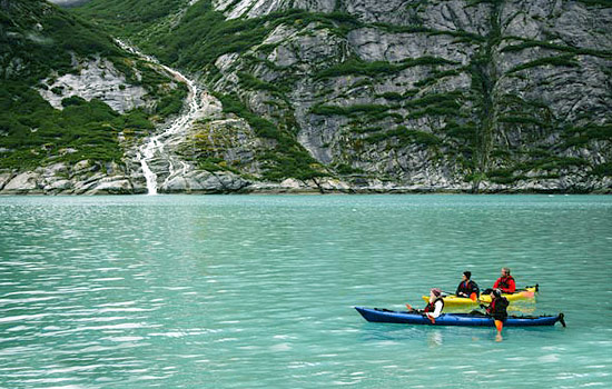Exploring the Alaskan fjords in kayaks